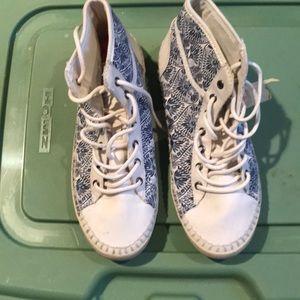 High tops sneakers
